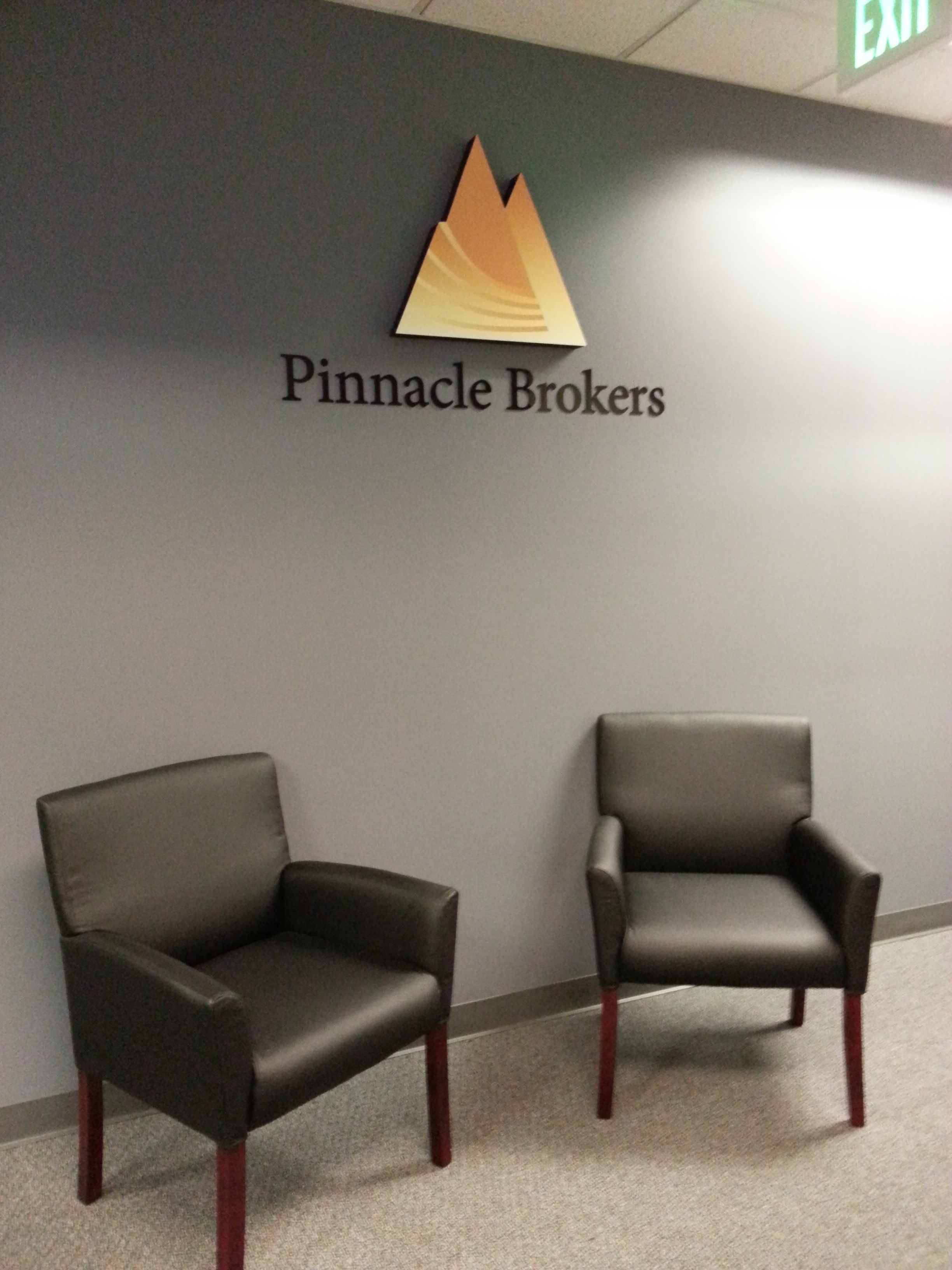 Pinnacle Brokers dimensional lobby logo
