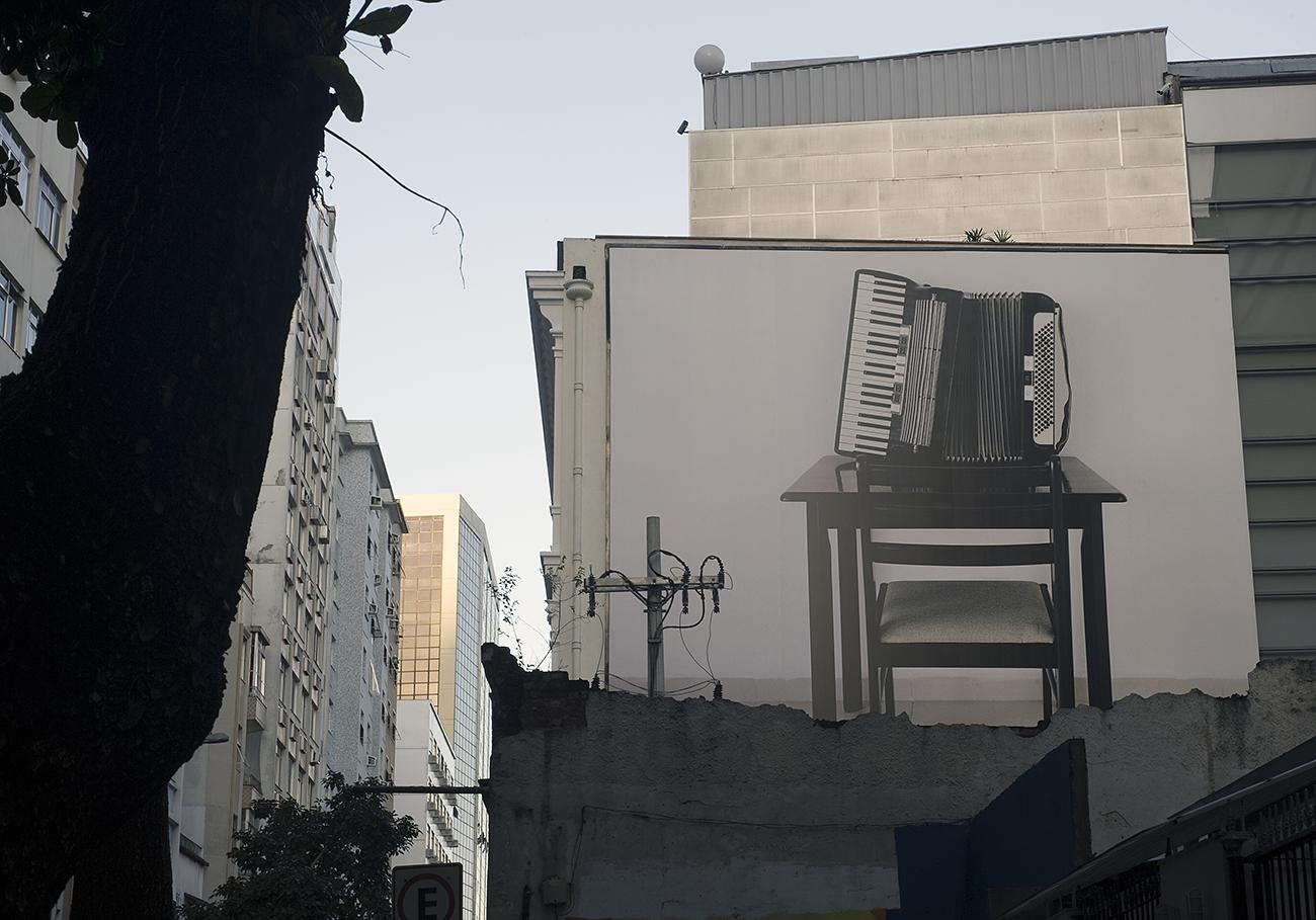 O Artista.  10 x 10 metros. Instalação no Grande Campo/ Oi Futuro. Curadoria Alberto Saraiva.