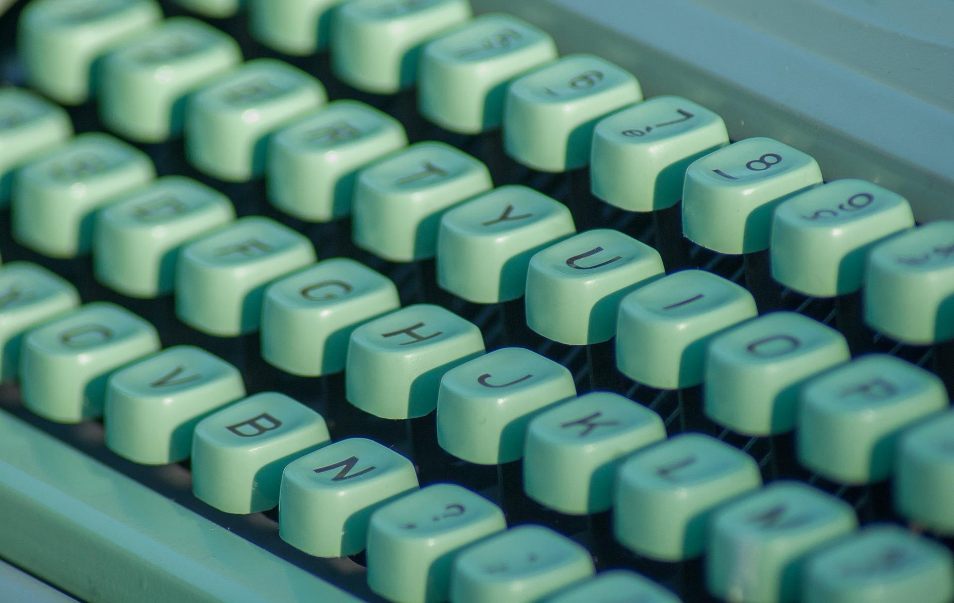 typewriter-1726000_1920.jpg