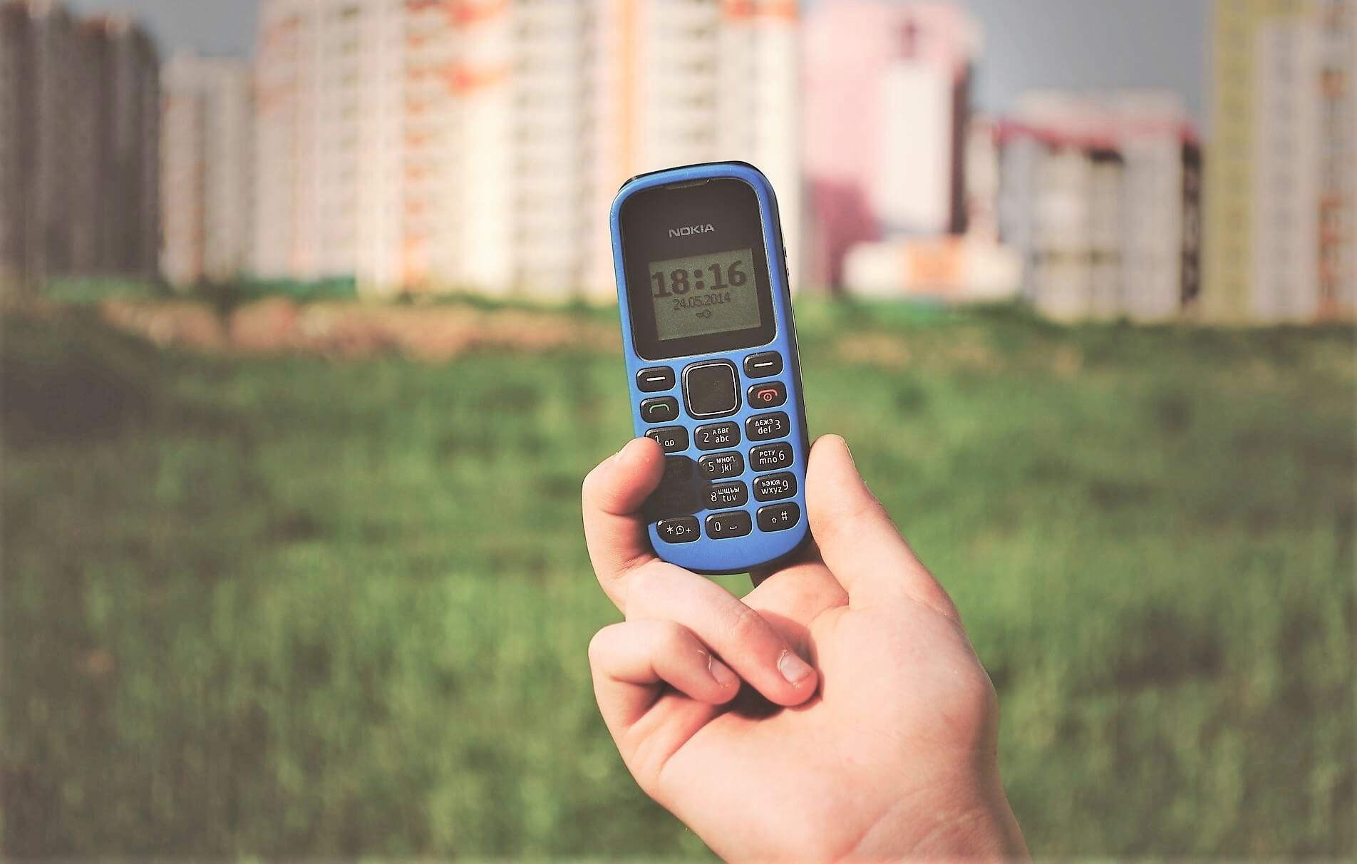 En liten Nokia mobiltelefon - Bildet er tatt av Free-Photos fra Pixabay