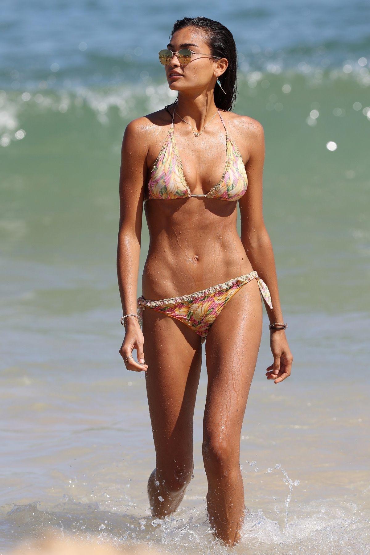 kelly-gale-in-bikini-at-bondi-beach-in-sydney-11-225-2017-42.jpg