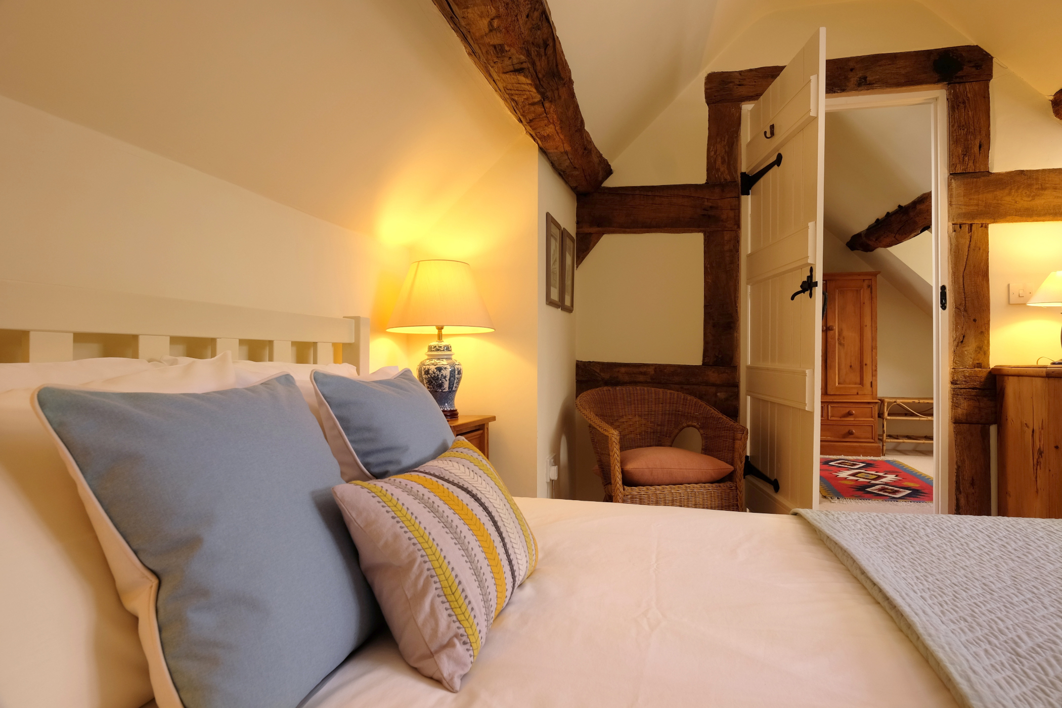 comfy king sized bed with fresh linen and luxurious pillows