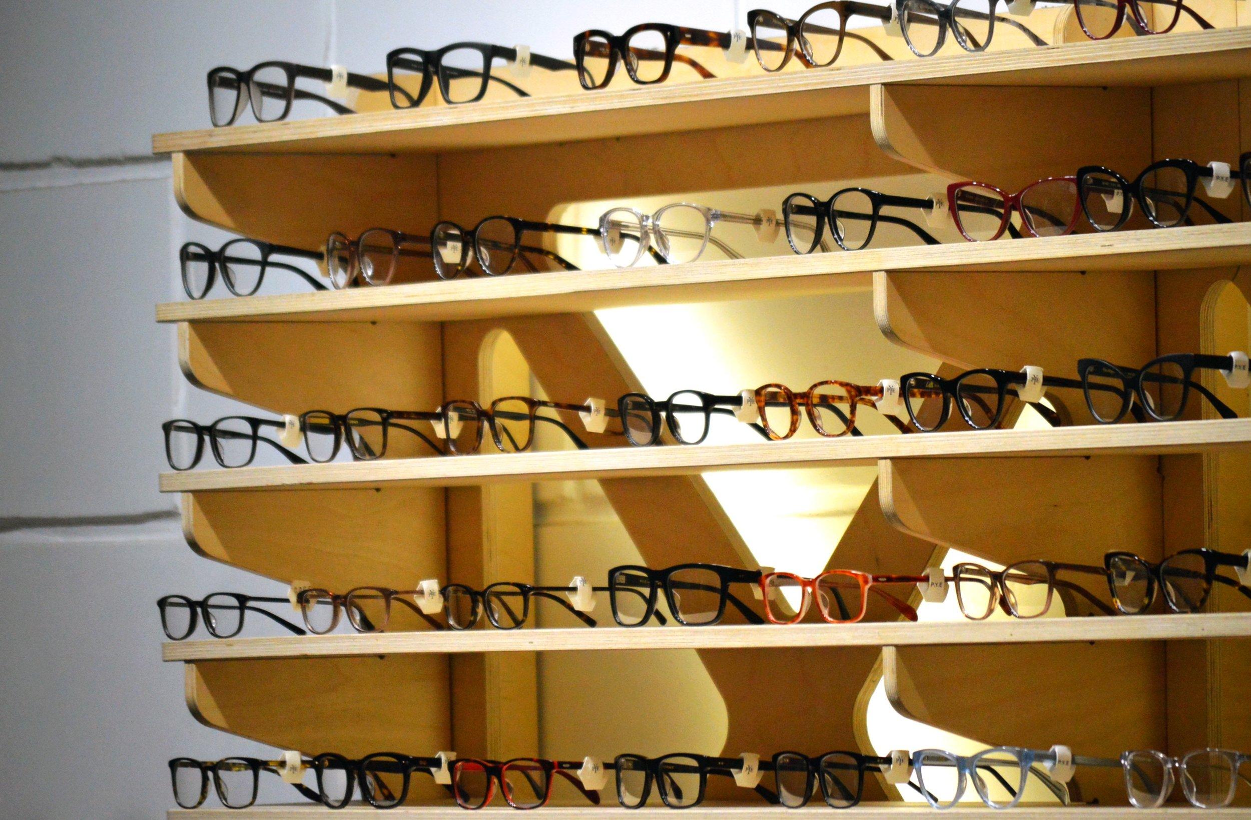 glasses-1916445.jpg
