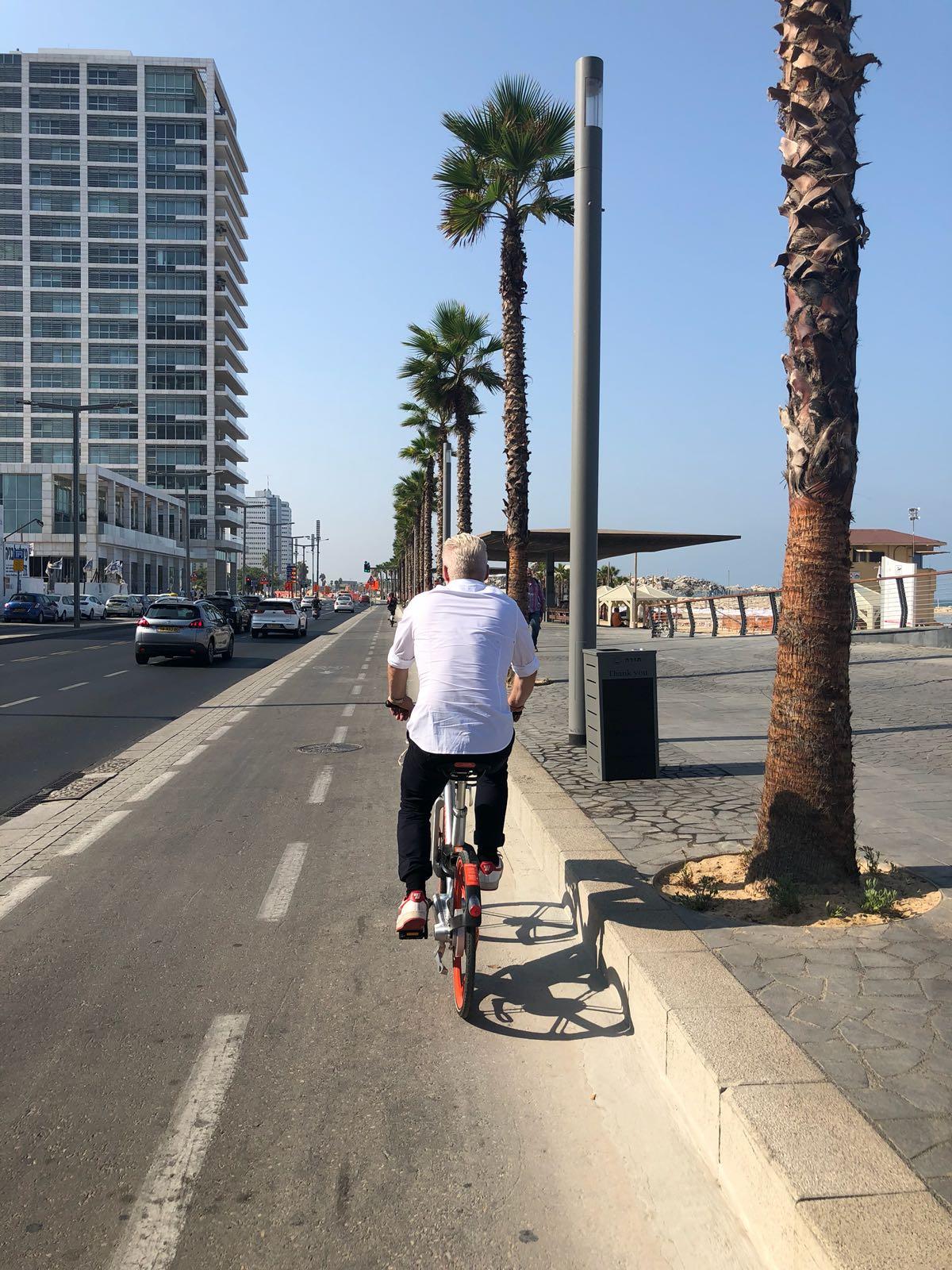 Bike_in_Tel-Aviv.jpg