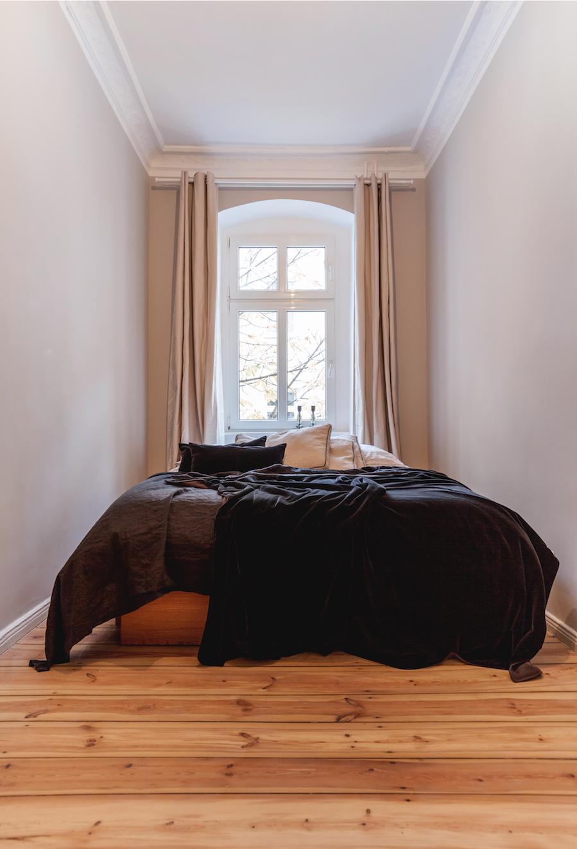 Berlin Friedrichshain I Roomanize   Zusammen mit Felix haben wir Ende 2017 diese wunderschöne Wohnung zur Vermietung entwickelt. Felix kümmerte sich um den gestalterischen Teil des Projektes, woodboom um das Bodenschleifen, Streichen und Mobilisieren.