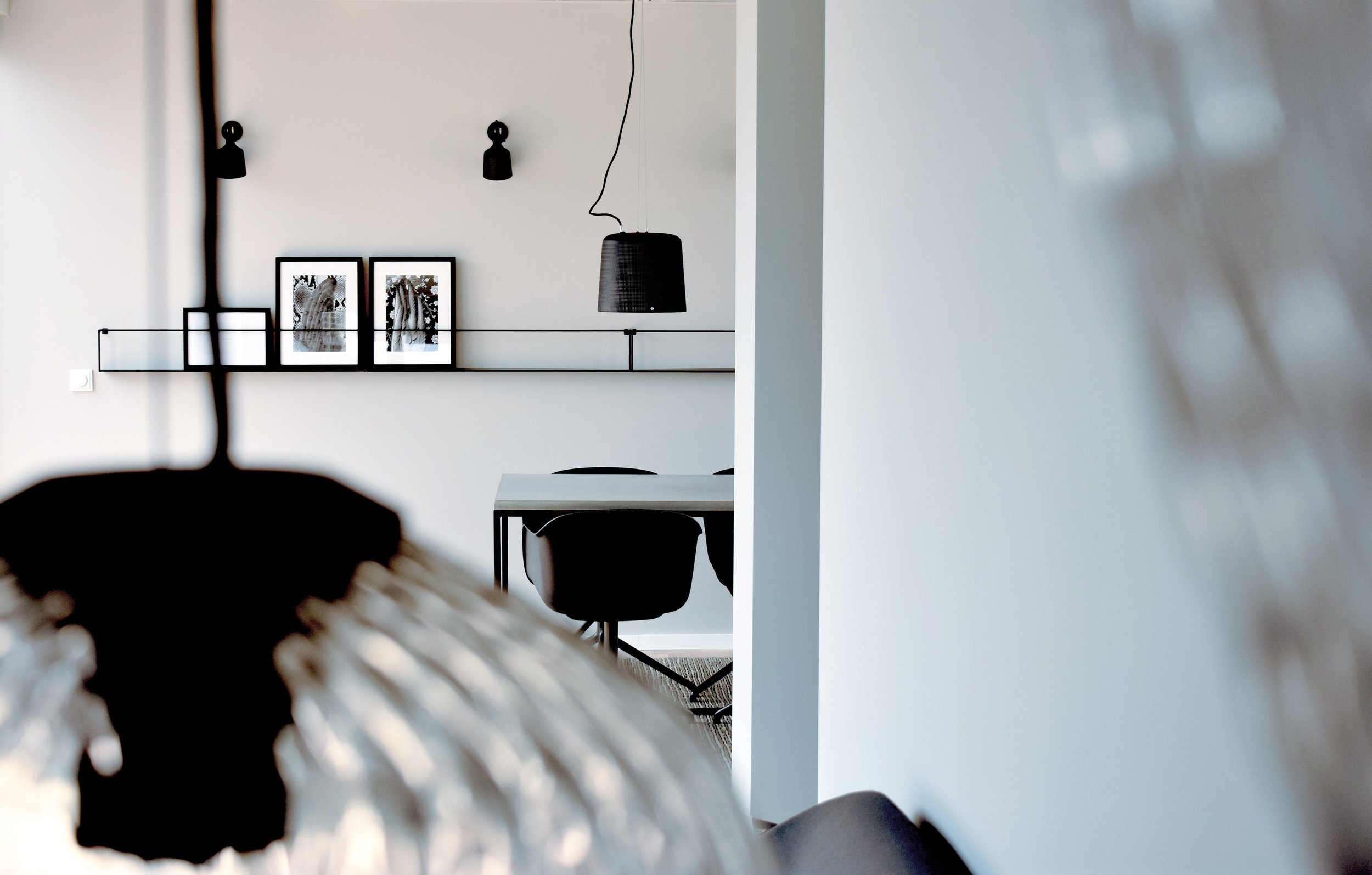 Berlin Mitte I Roomanize   Zusammen mit Felix von Roomanize haben wir für einen Bauträger in Berlin einen Showcontainer ausgestattet. Hier ging es darum, Möbel von Woodboom neben Muuto und Vipp mit in ein gemeinsames Konzept zu integrieren. Realisiert haben wir den kompletten Einkauf und die Ausstattung der Container Ansammlung.