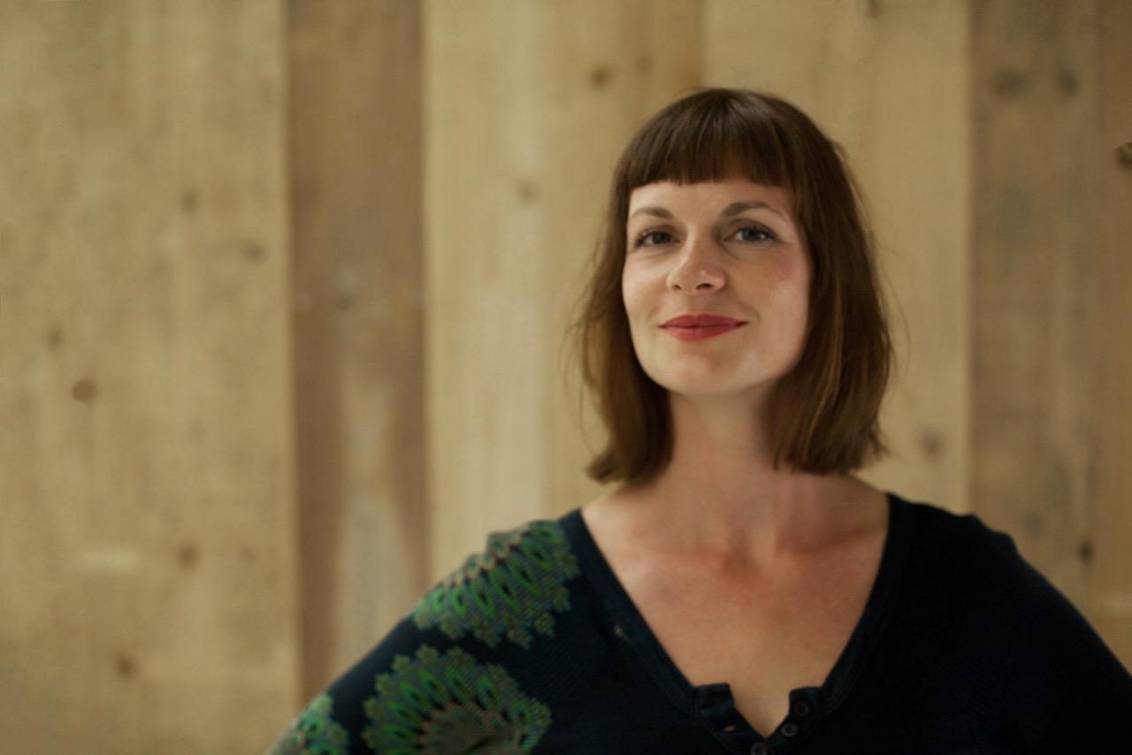 Franziska Brück - Ich bin seit der Entstehung von woodboom an Mischas Seite. Mischa, der Gründer von woodboom Berlin,und ich kennen uns schon eine kleine Ewigkeit und sind vor allem Freunde. Nachdem wir Berlin mit woodboom verzaubert haben,sind wir nun soweit auch die Schweiz für die woodboom-Ästhetik zu begeistern.