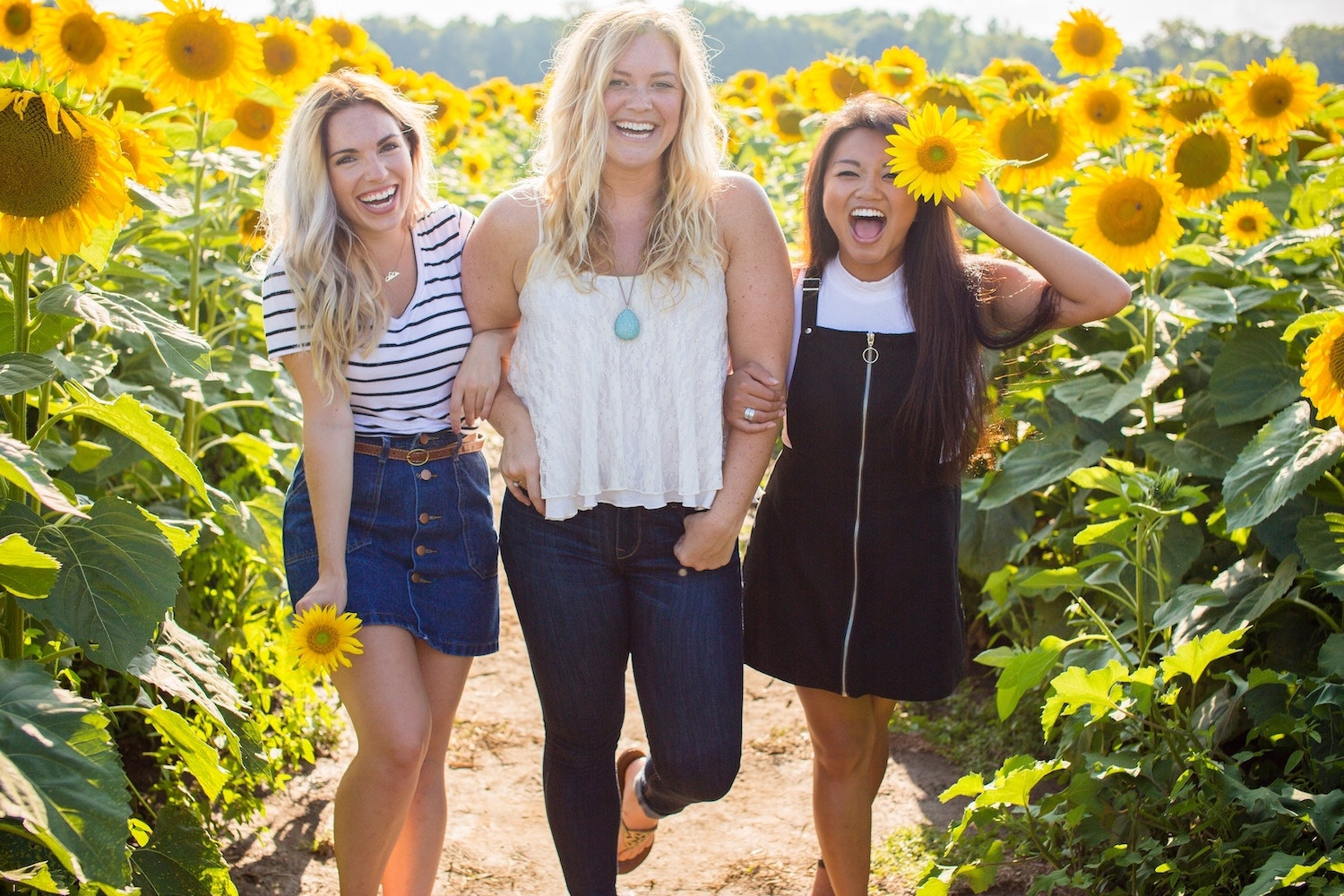 11-bible-verses-about-friendship-three-girls-locked-arms-sunflowers