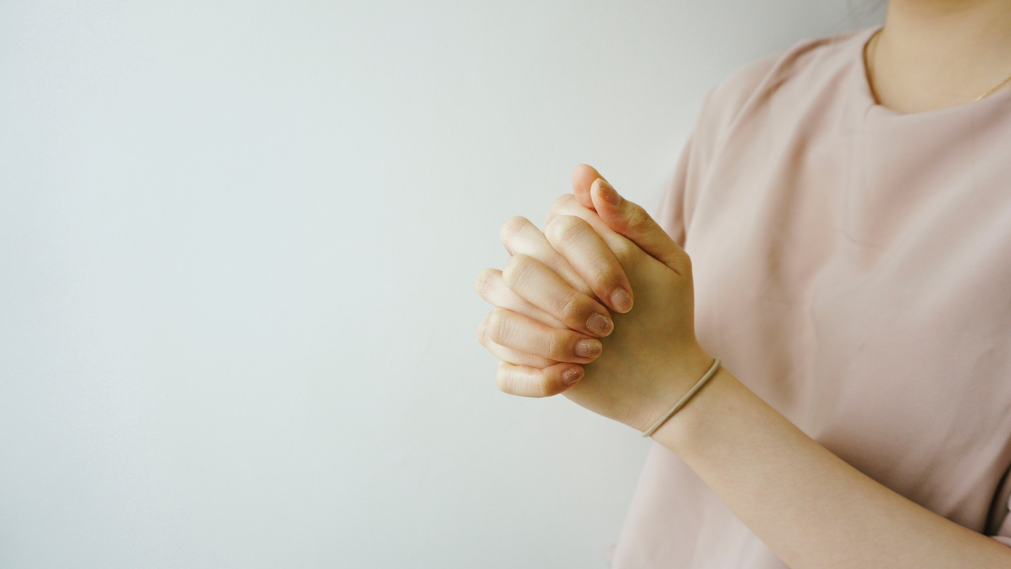 girl-folding-hands-in-prayer-pink-shirt-prayers-for-future-husband