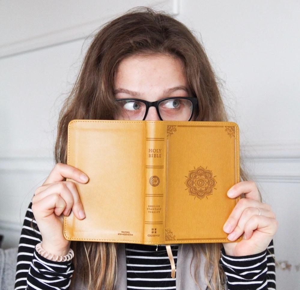 girl-holding-yellow-bible-study-tips