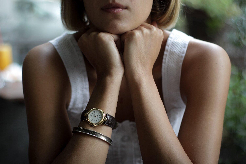young-girl-wearing-watch