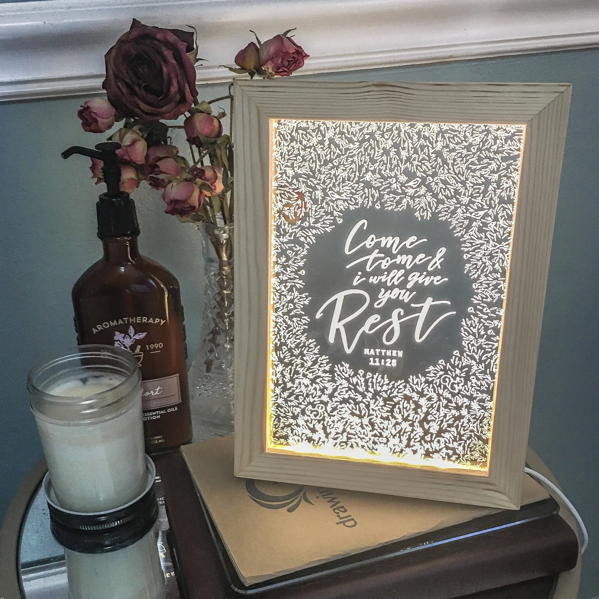 bedside-table-home-decor