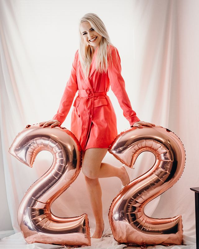 I'm feelin' 22💕💕💕 Today is my BIRTHDAY!! I have a blog post up featuring these gorgeous birthday photos my bff @lunadrea took!! Check it out link in bio! 😘