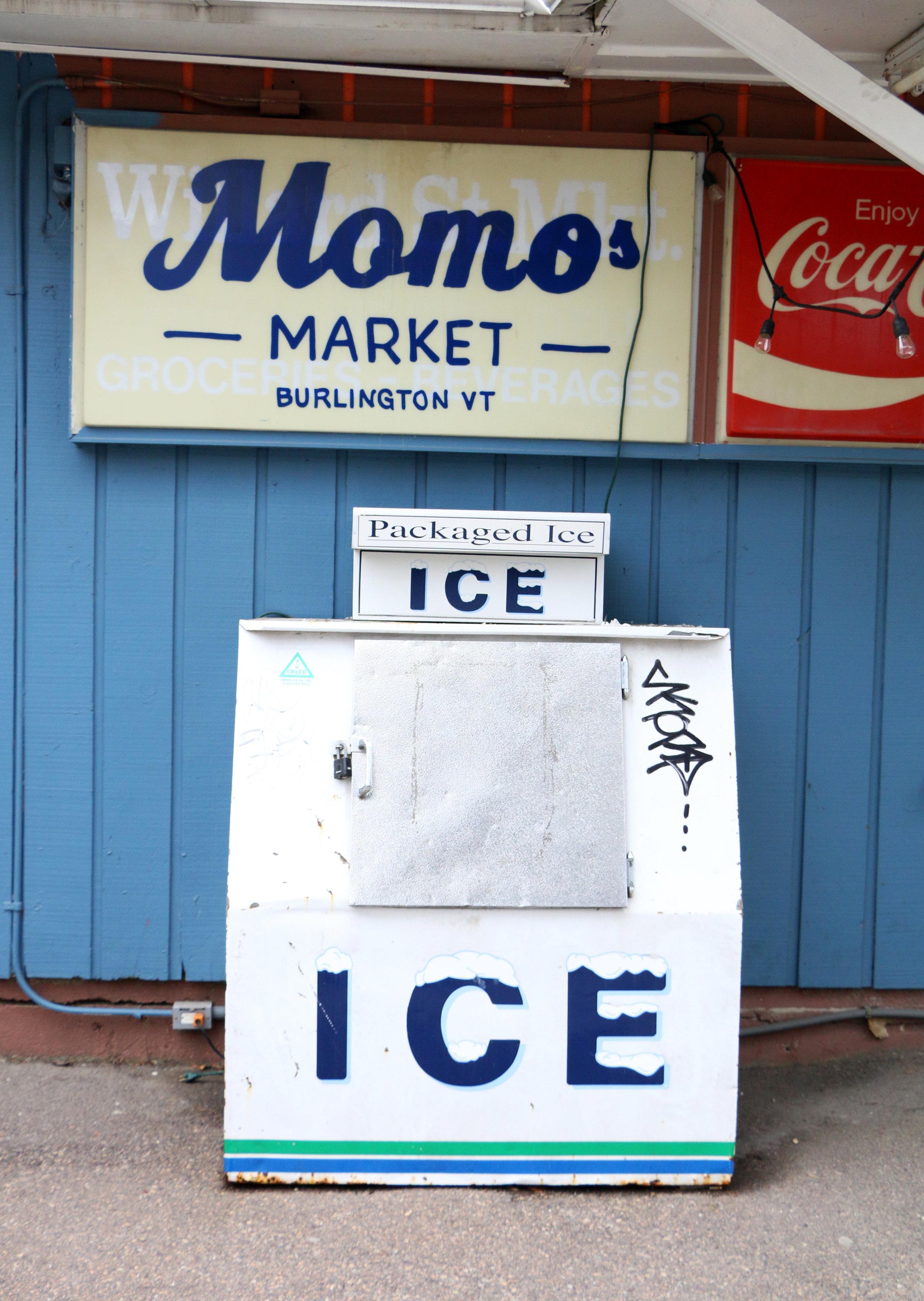 Momos Sign 2.jpg
