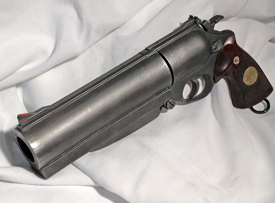 The final gun. The heavy resin barrel gives this replica a convincing heft!