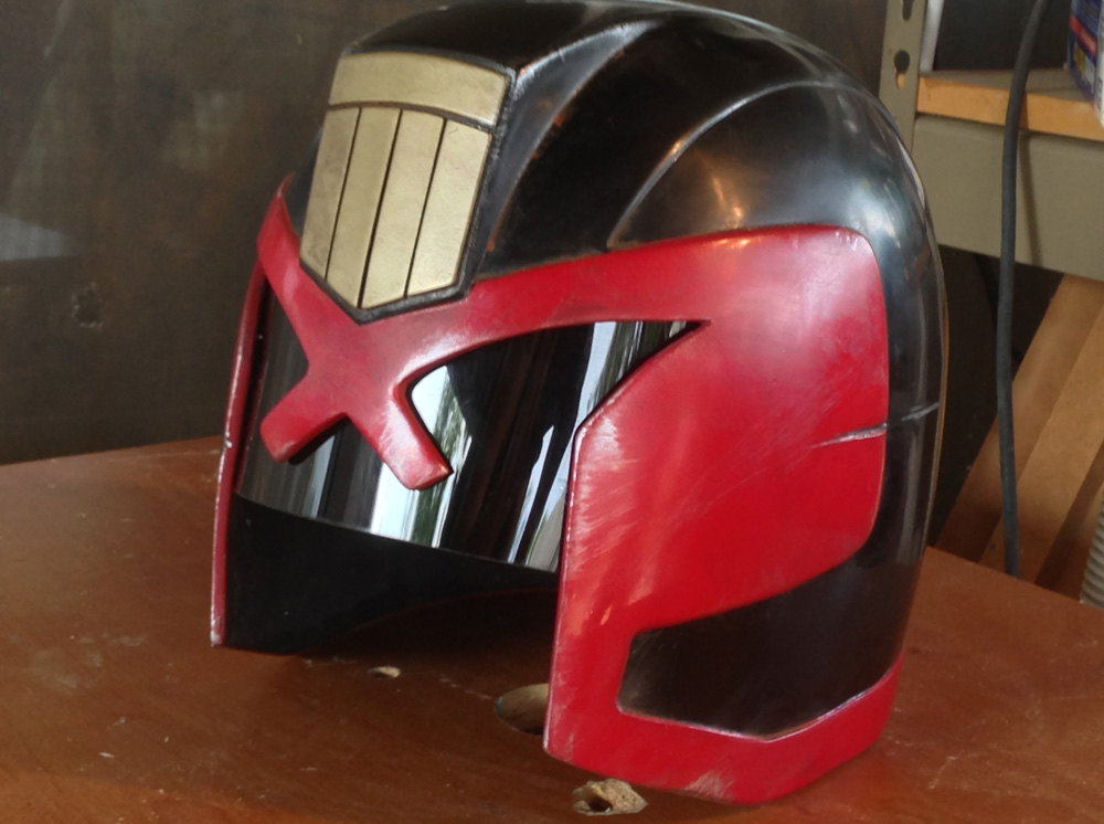 After achieving a rookie-clean helmet, it was time to weather it. I applied washes of acrylic browns and blacks for a general level of grime, used acrylic silver for edge scuffs and used a rasp for more extreme nicks and damage.