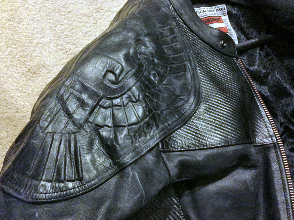 Not only does it have this cool embossed eagle on the right shoulder (which can't be seen when you're wearing armor)…