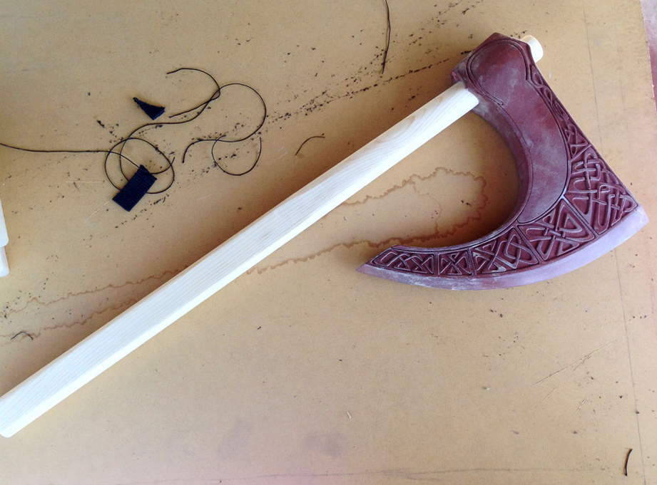A quick test fit of the handle in the axe head.