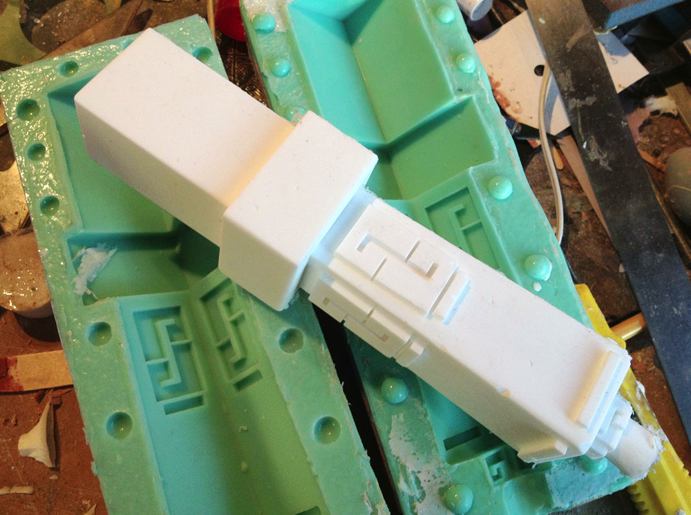 Even with a 1″ core of foam, the cast resin handle has some nice heft!