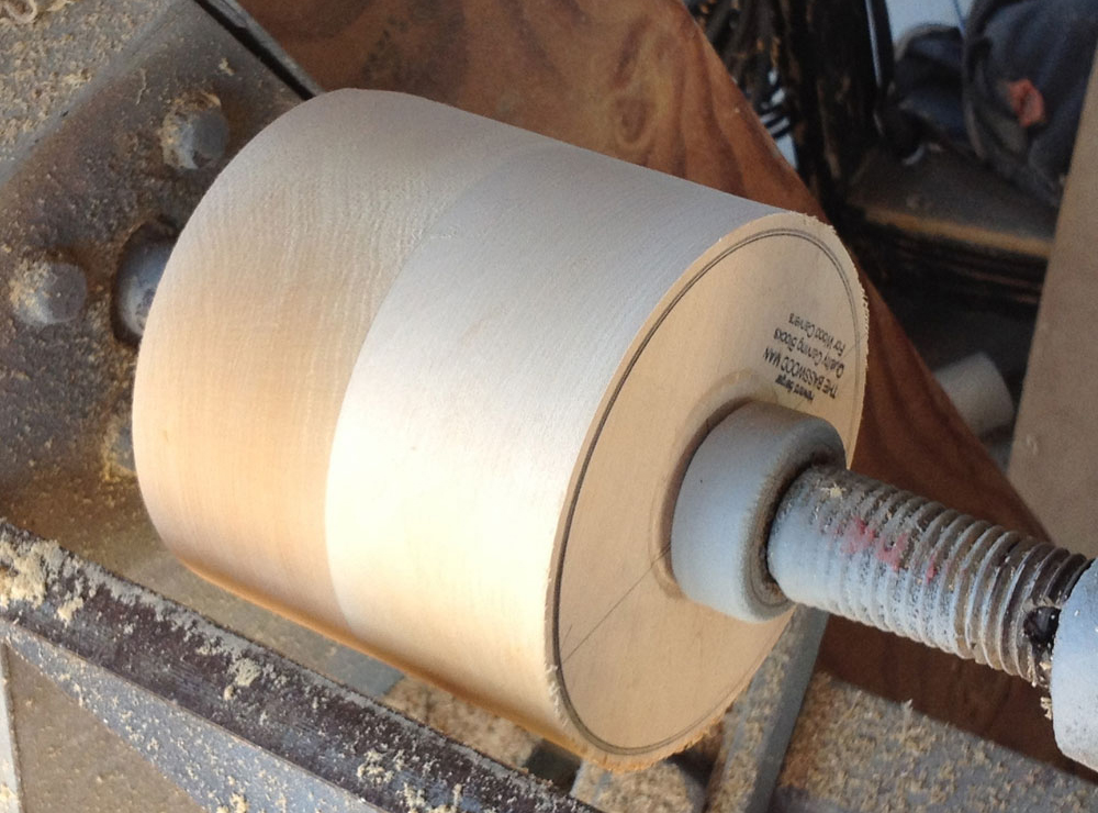 With that out of the way, I could make the cuff master. I glued two piece of basswood together and lathed a cylinder with the right diameter.