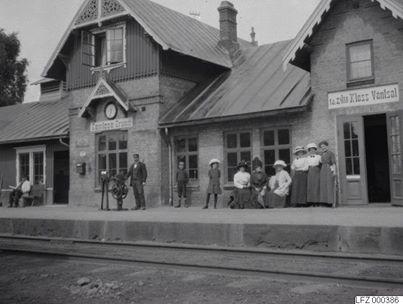 A_Ramlsa_Brunns_station_sprsidan.jpg