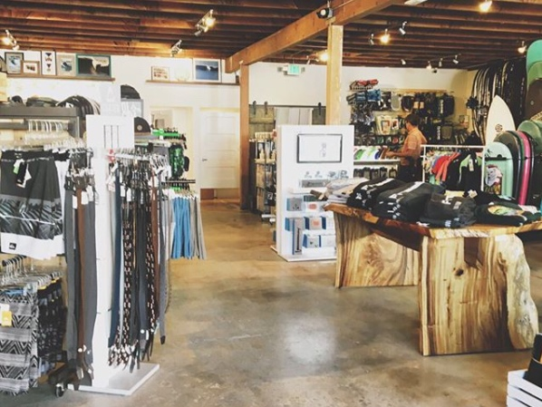 Freeline - Fulfill all your surf needs here . . . friendly folks behind the counter will take good care of you, kook or not.
