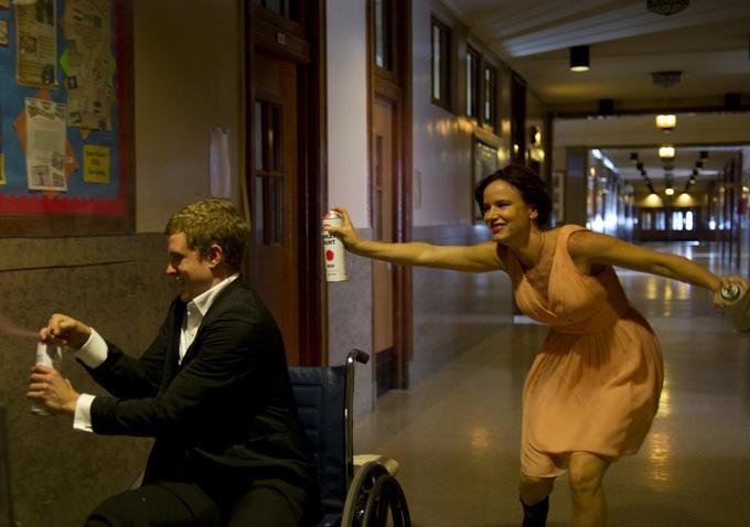 Jonny Weston and Juliette Lewis in Kelly & Cal