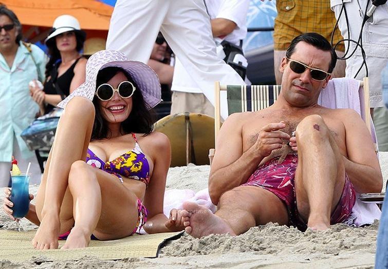 Mad Men stars Jessica Pare and Jon Hamm on the Season 6 Hawaiian set of Mad Men
