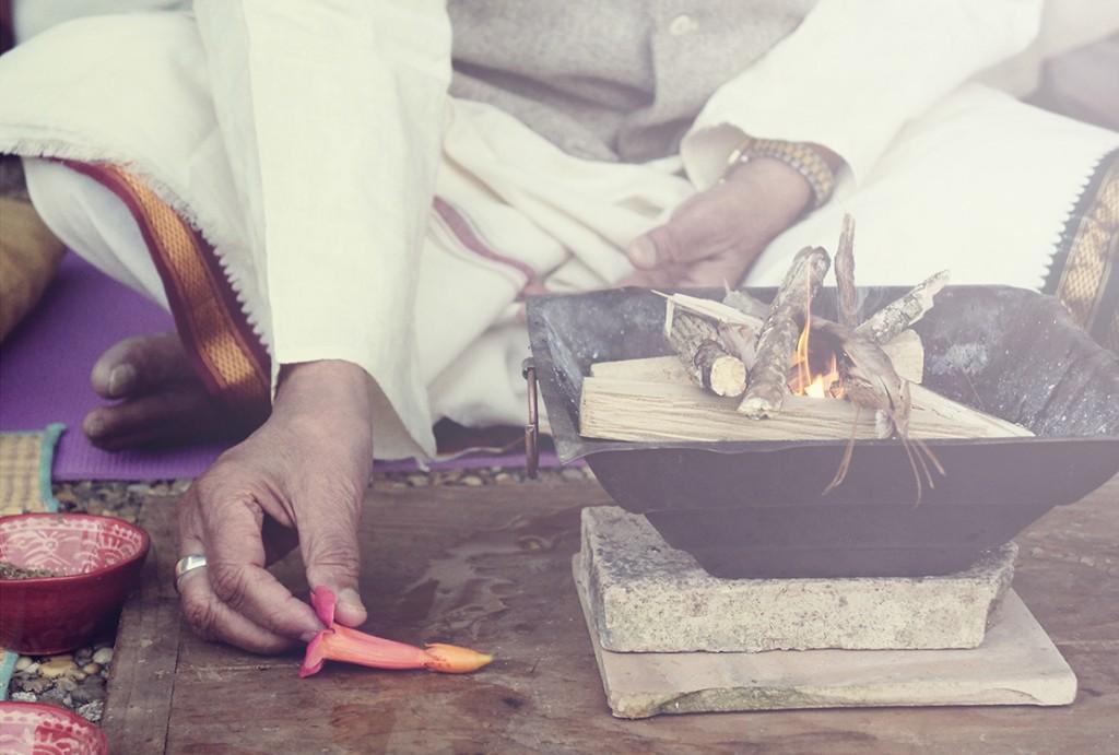 Les jours de pleine lune  Kia  Naddermier donne un cours de  Pranayama  chèz  Mysore Yoga Paris , ouverts à tous.
