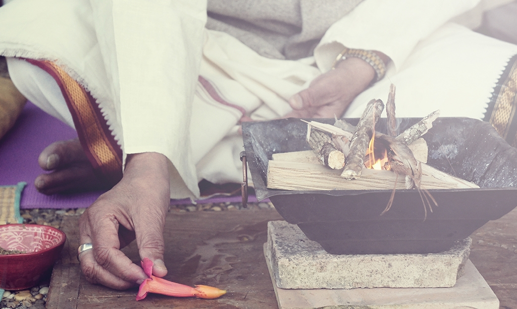 Pranayama class at Mysore Yoga Paris: Shri O P Tiwari Pranayama master of the Kaivalyadham lineagephotographed by Kia Naddermier