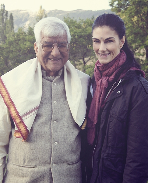 Kia avec son professeur Sri OP Tiwariji in Kaivalyadham 2011