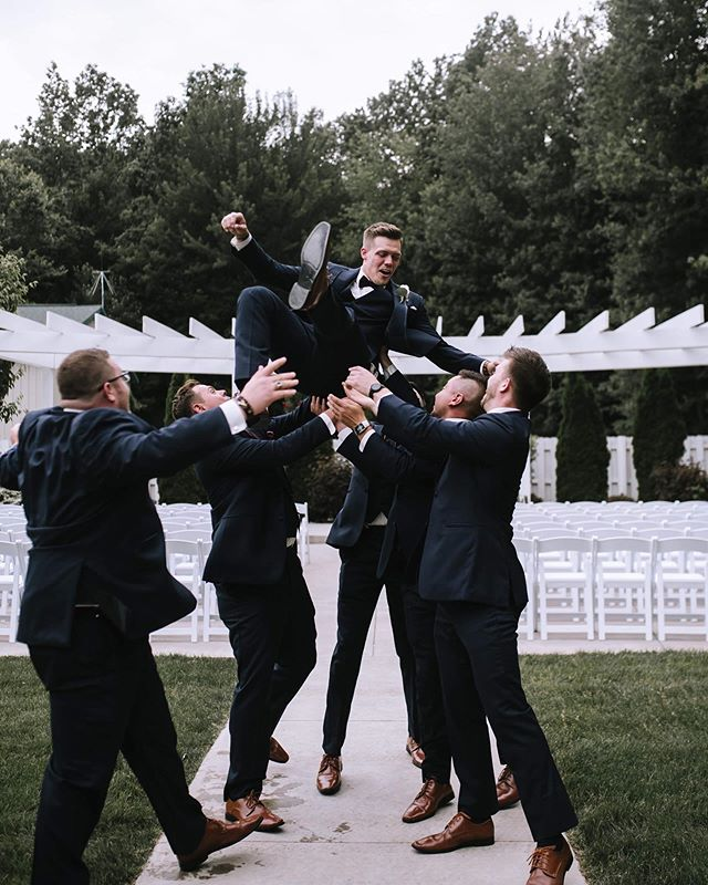 My favorite pose for the groomsmen. It always gives me a good giggle when I go to edit it 😂