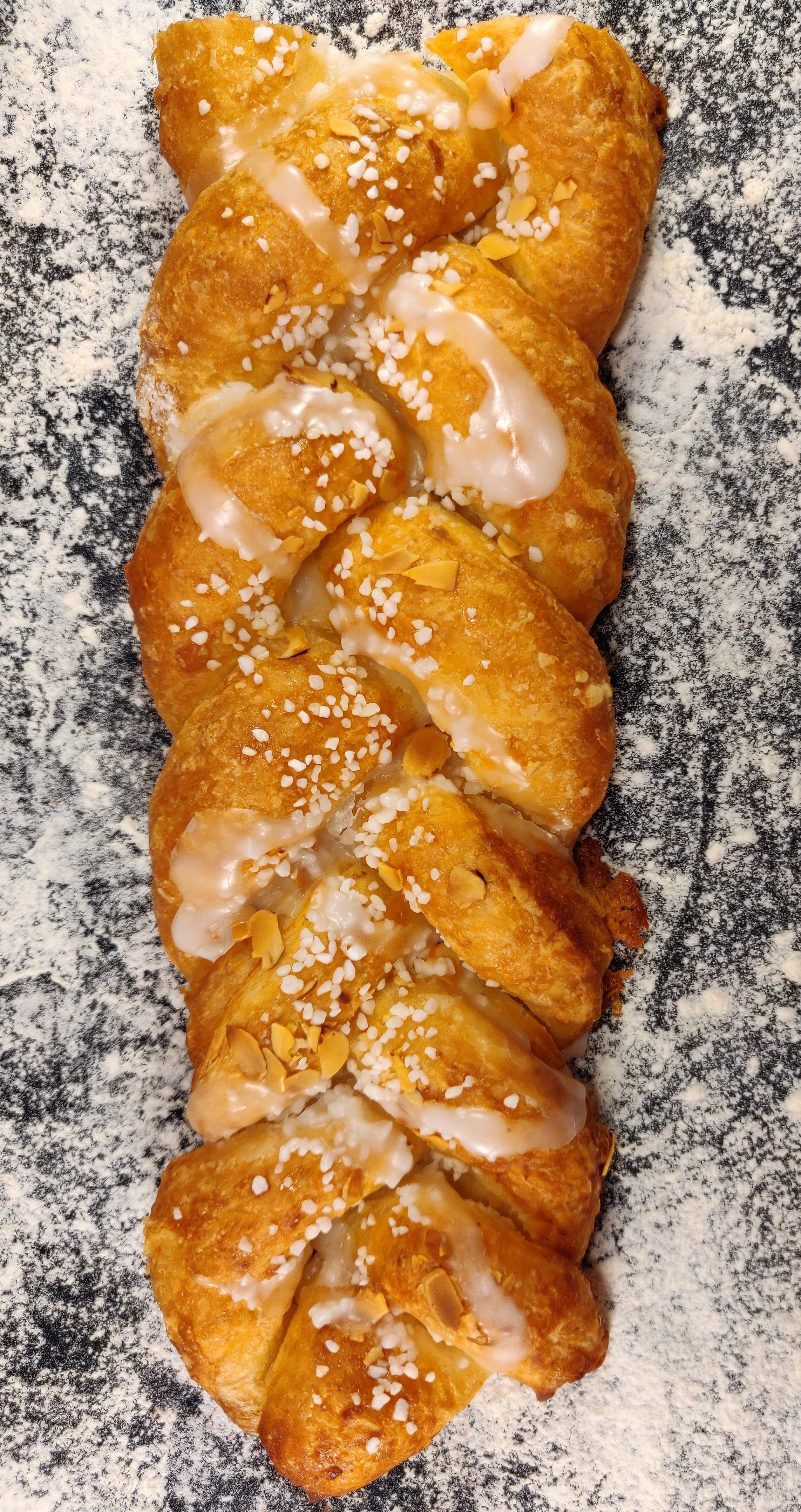 Wienerdeg fylld med mandelfyllning.