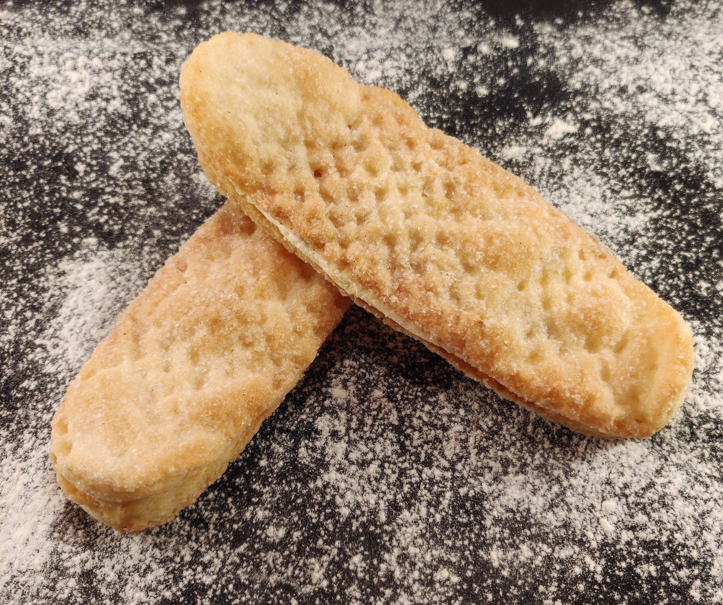 Våfflor av smördeg rullade i socker fyllda med smörkräm med lite arrak samk.