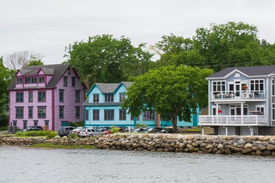 mahone bay colourful houses.jpg