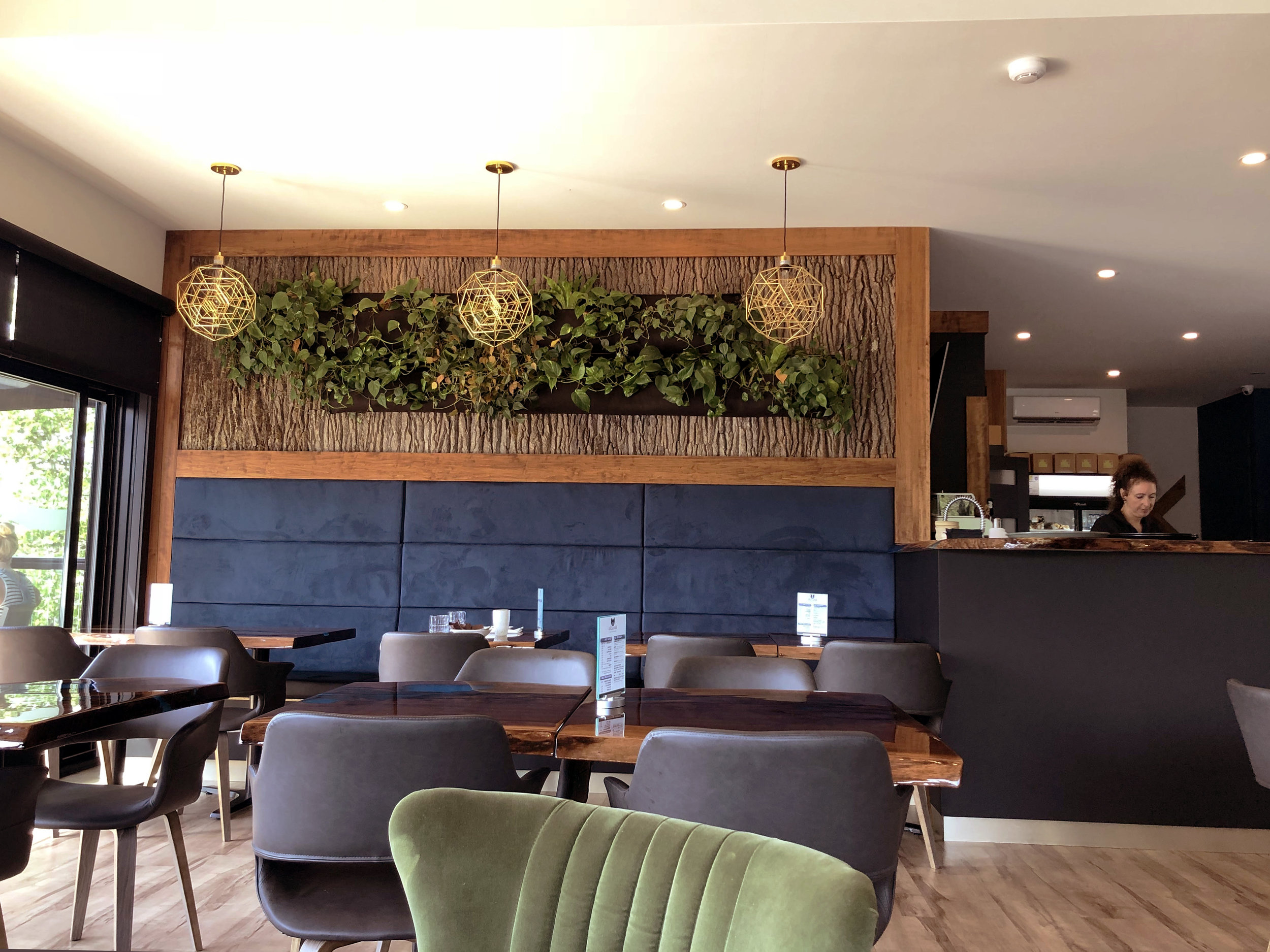 living-plant-wall-and-light-fixtures.jpg