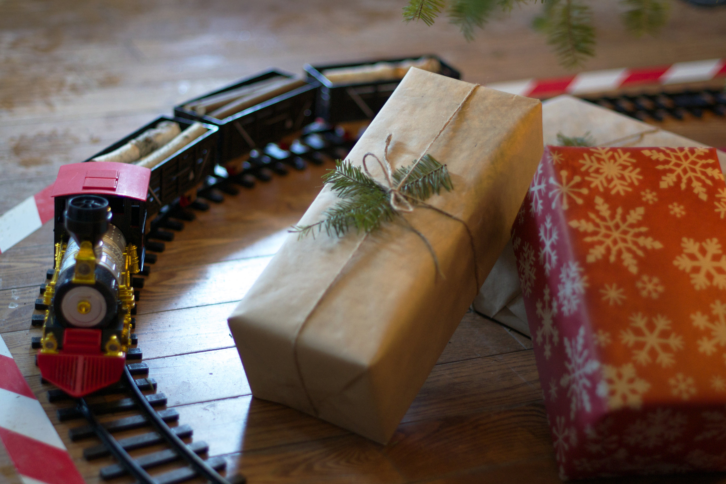 train-under-tree-with-presents.jpg