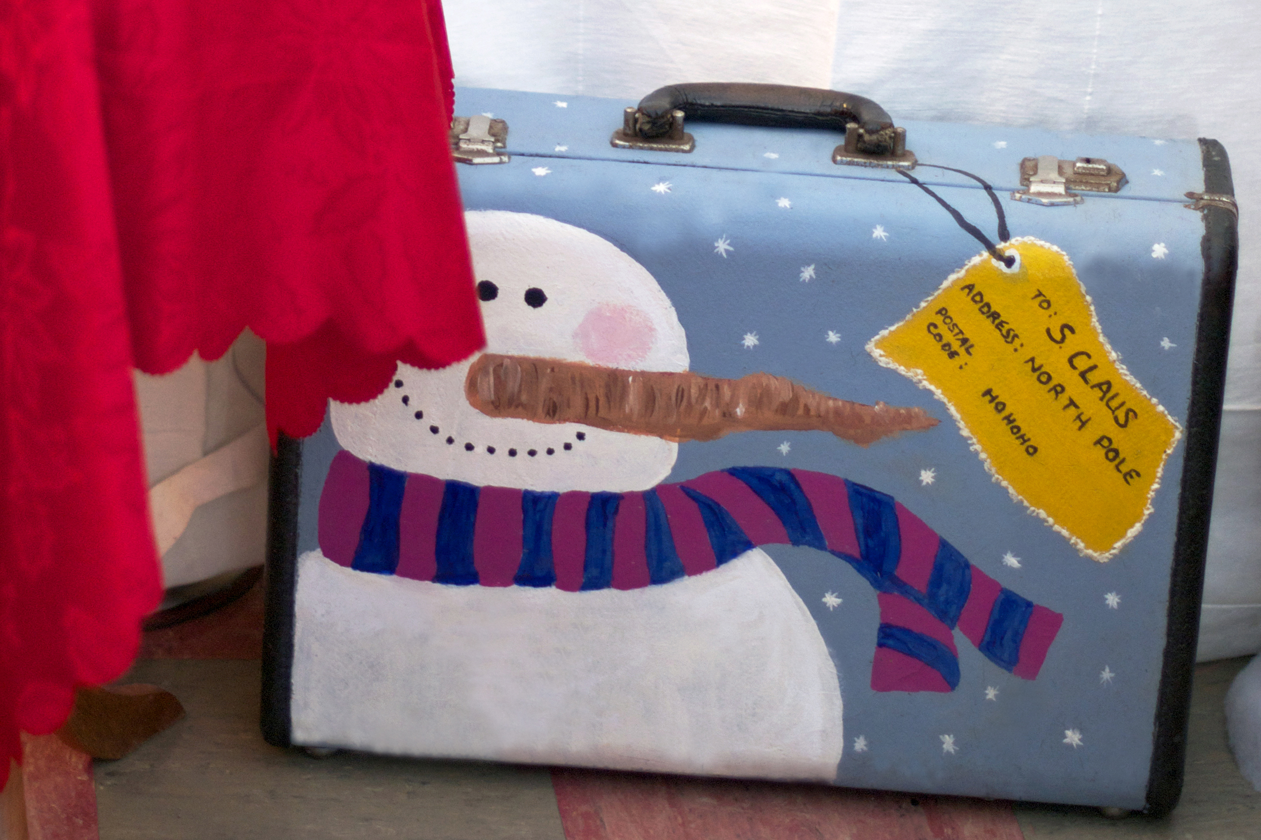 snowman-suitcase.jpg
