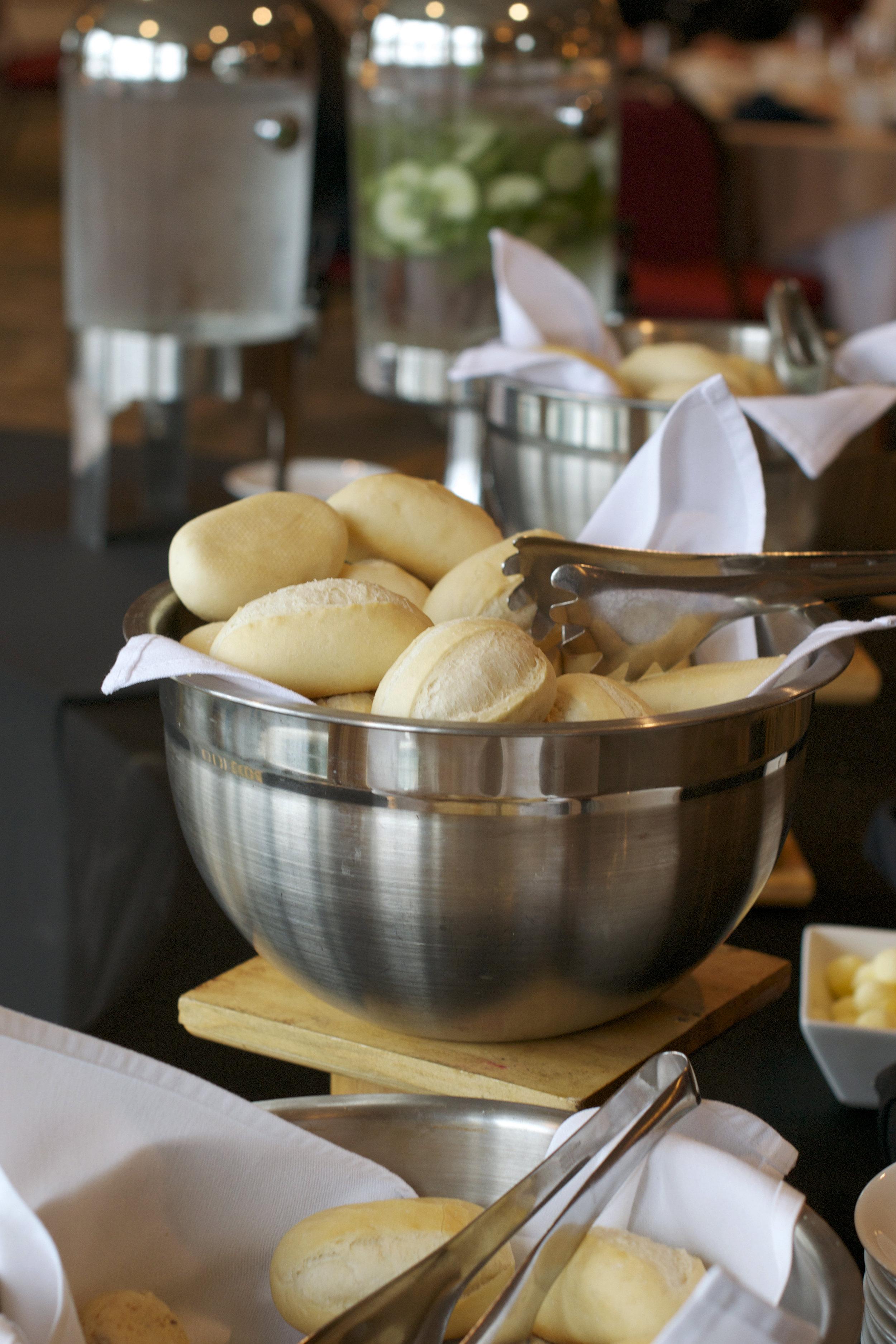 bread-table-chowder.jpg