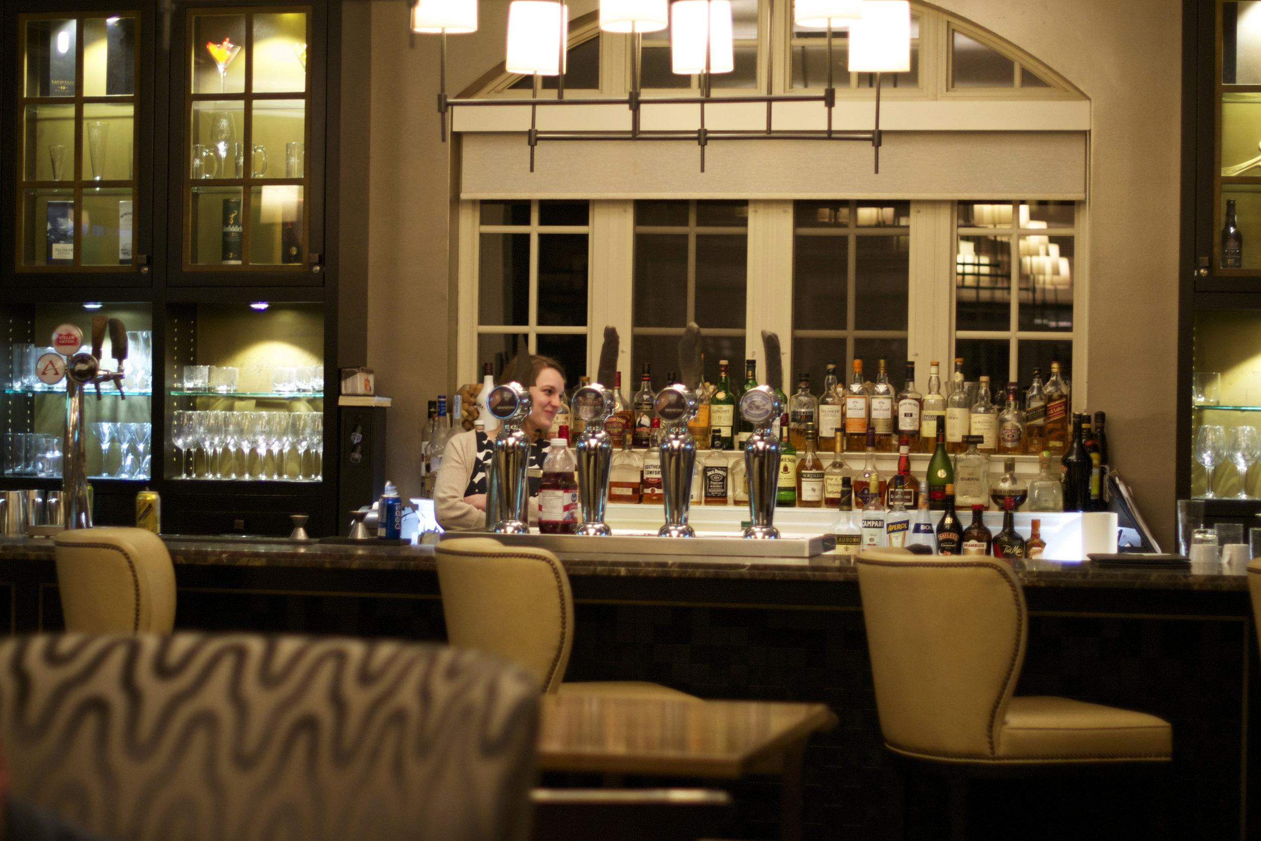 hotel-bar1.jpg