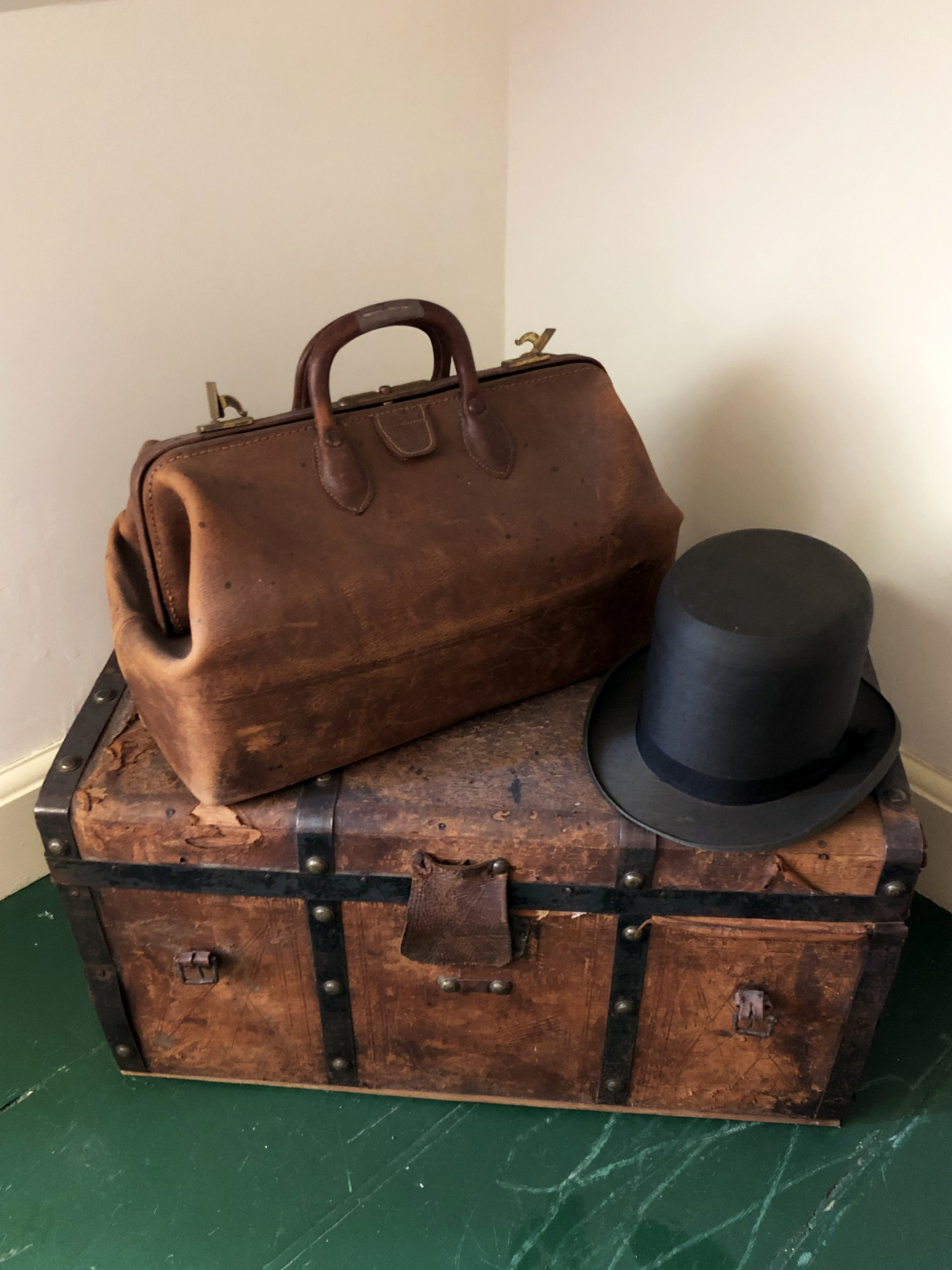 Squire-Doaks-tophat-trunk-bag.jpg