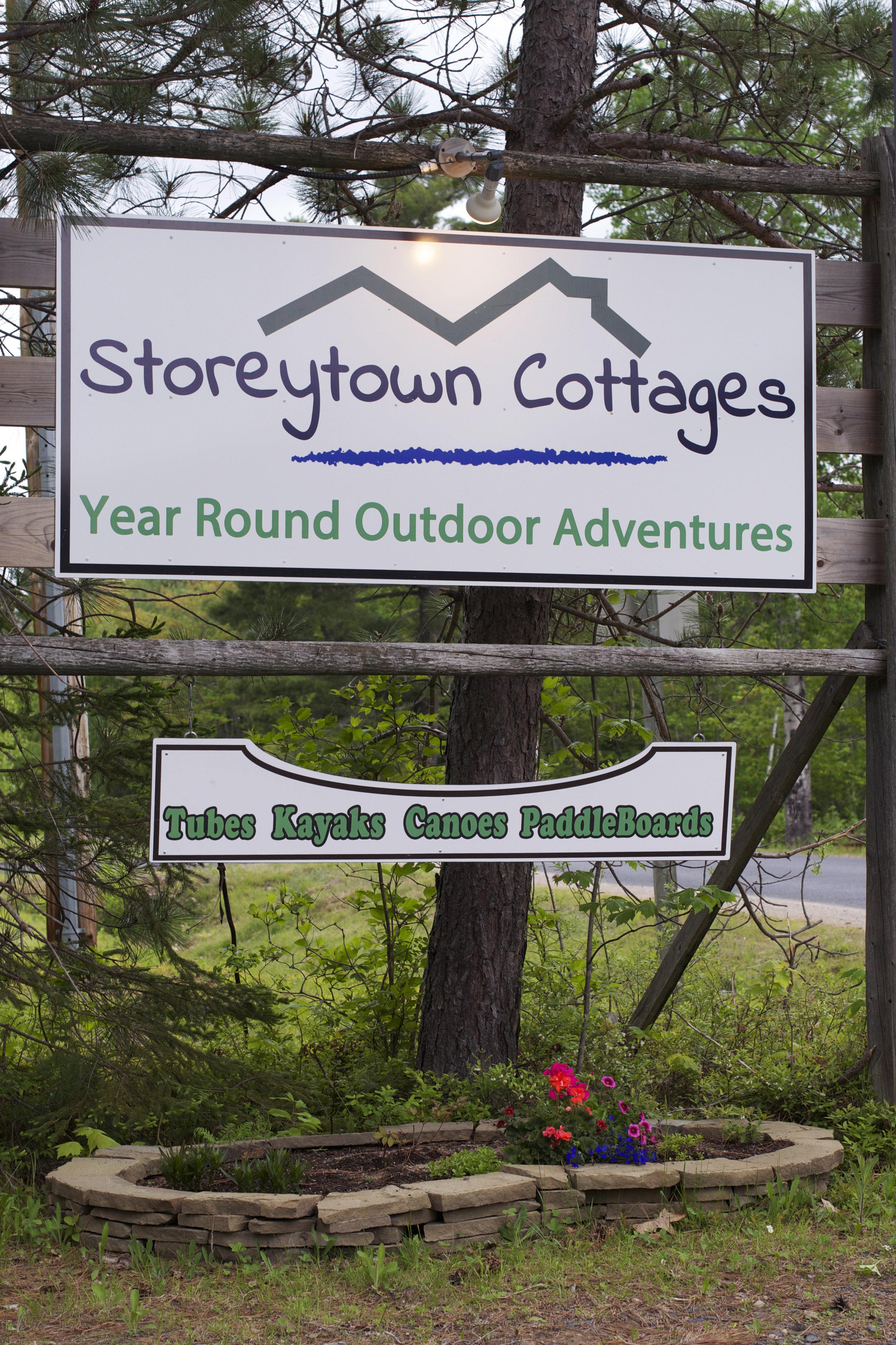 Storerytown-Cottages-Sign.jpg