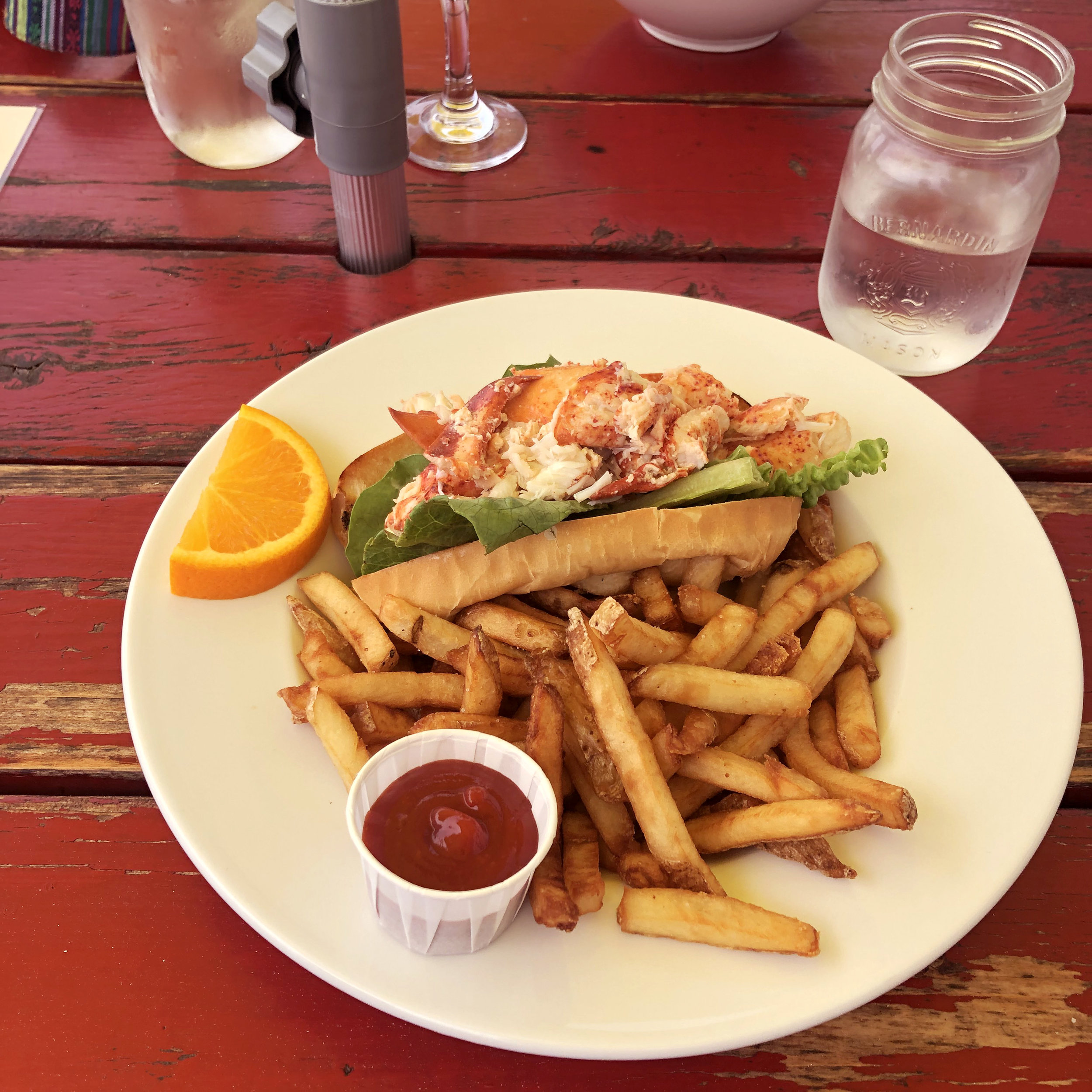 lobster-roll-lobster-barn.jpg