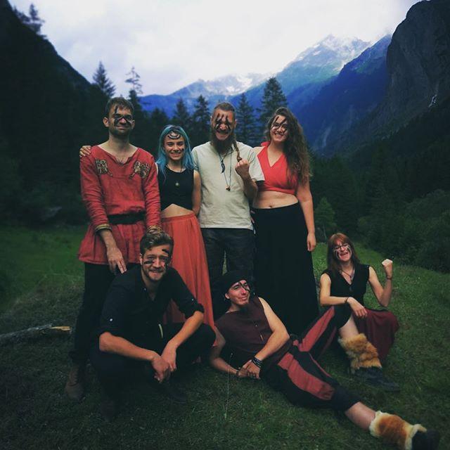 New music video in the making!🔥 * * * @varda_band @_lpfoto_ #musicians #folkmusic #folk #medieval #medievalfolk #womeninmusic #femalemusician #musicvideo #videoshoot #paganfolk #vikings #mountains #mittelalter #pagan #bluehair #swissalps #swiss #switzerland #grimselpass #haslital #swissmedievalfolk