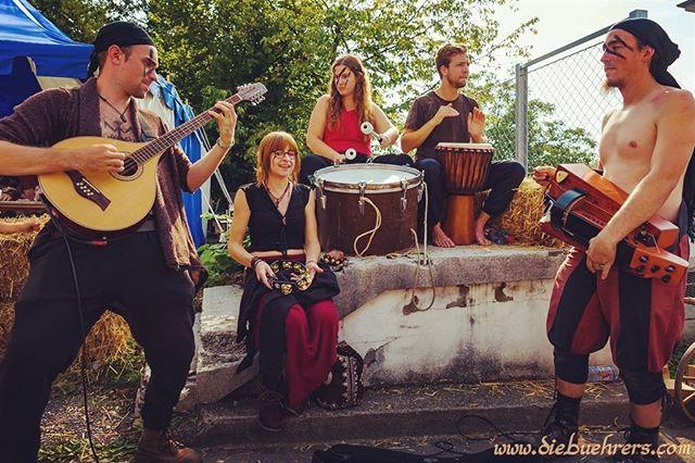 Thank you Zug ❤️ Next gig 20.9-22.9 @caligatus_feleus in Biel * * *  #varda_band #medievalfolk #womeninmusic #medieval #hurdygurdy #drums #djembe #swissmedievalfolk #swissmusic #jamsession #mittelalter #mittelalterfestZug #femaledrummer