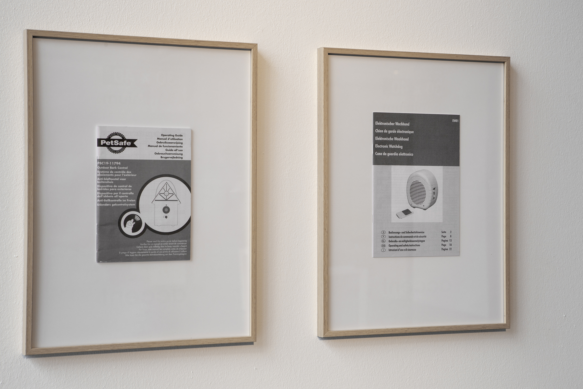 Bark control, 2019, carpet, mdf, a barkcontrol-device, an electronic watchdog-device (200x400x30cm), two manuals in wooden frames