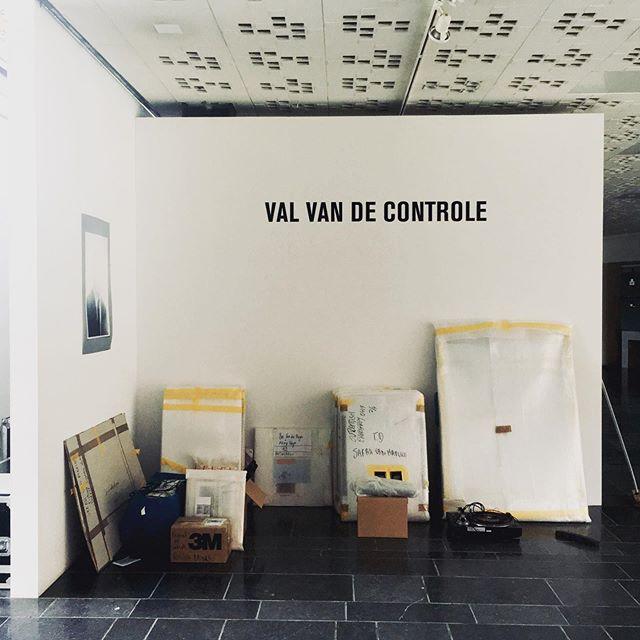 """Wanneer """"Het Festival van de Controle"""" """"De Val van de Controle"""" wordt. Het is gedaan.. #festivalvandecontrole #sarahvanmarcke #stilll_office"""