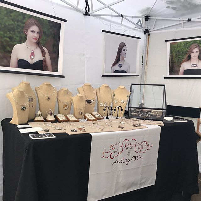 Having fun at the Summer Art Market #summerartmarket2019 ##artstudentsleagueofdenver #jewelrybooth
