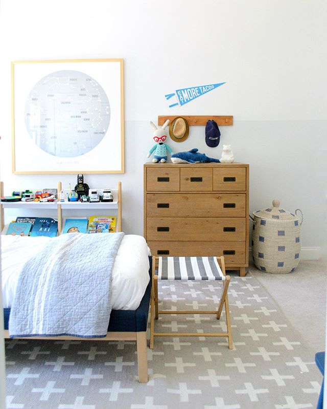 With ➡️ without a cute rug! What a difference pattern makes in a room!🙌🏽⁣ ⁣ In my STORIES today watch me roll out Leo's new carpet with the help of the kids... + the dog 😂😩⁣ ⁣ And if you're wanting more views/sources of this cute boys room, it just went live on my blog. ❤️⁣ ⁣ ⁣ ⁣ ⁣ @crateandkids @crateandbarrel #cratekids #cratestyle @minted @serenaandlily #mykidsdigs @projectjunior #boysroomdecor #boysroom #boysbedroom #boysbedroomdecor #iheartthishaven #howyouhome  #currenthomeview  #habitandhome⁣ #mybhg #heyhomehey #rshome  #simplystyleyourspace  #inmydomaine  #bhgstylemaker @glitterguide #hgtvhome  #glitterguide  #smpliving #smploves  #sodomino  #howihaven #littleaccountlove #coastalinteriors  #thenewsouthern  #currenthomeview
