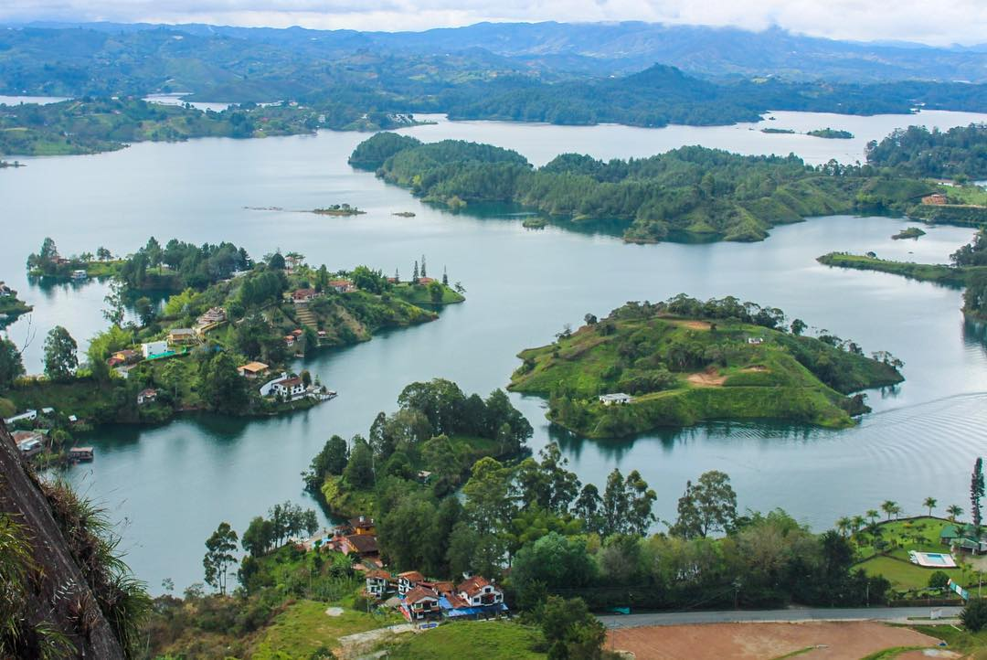 Travel blog full guide to visiting Guatape, Antioquia, Colombia from Medellin, Colombia
